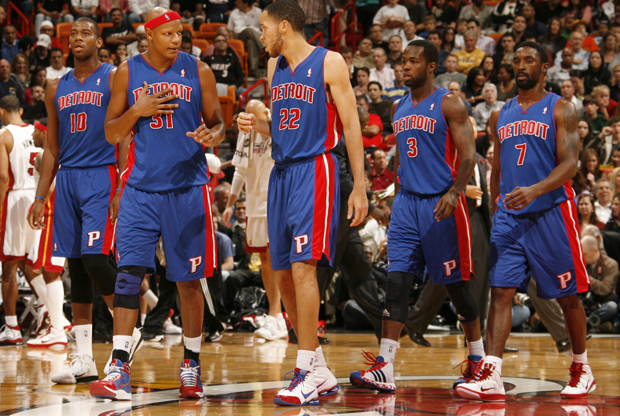 Greg Monroe #10, Charlie Villanueva #31, Tayshaun Prince #22, Rodney Stuckey #3 y Ben Gordon #7 (Detroit Pistons)./ Getty Images
