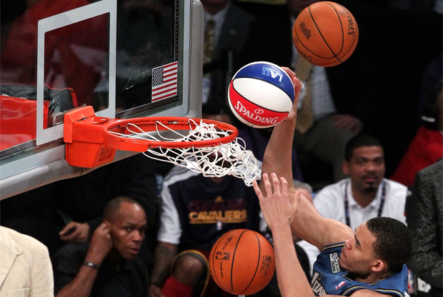 JaVale McGee durante el Sprite Slam Dunk Contest de 2011./ Getty Images