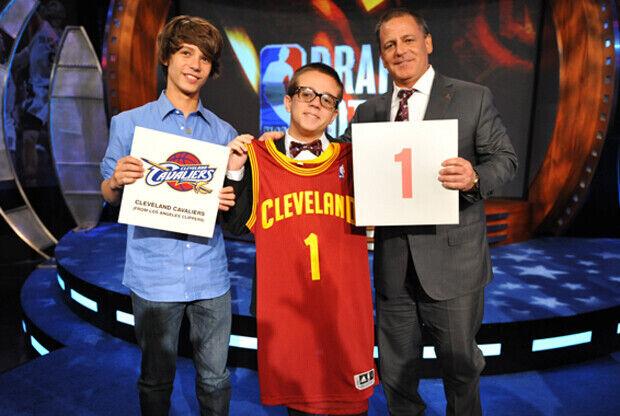 Dan Gilbert, dueño de los Cleveland Cavaliers, junto a sus dos hijos, Nick y Grant./ Getty Images