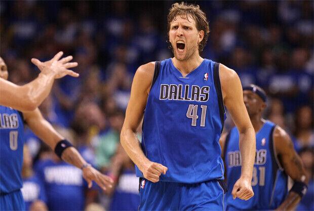 Dirk Nowitxki celebra la victoria de Dallas Mavericks frente Oklahoma City Thunder./ Getty Images
