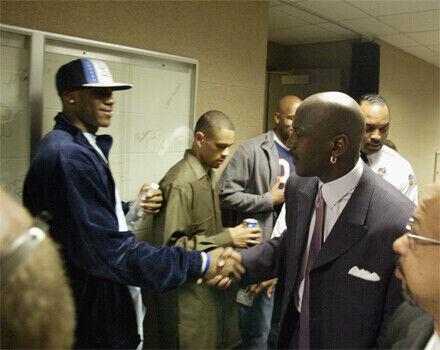 LeBron James saluda a Michael Jordan en su época de high school./ Getty Images