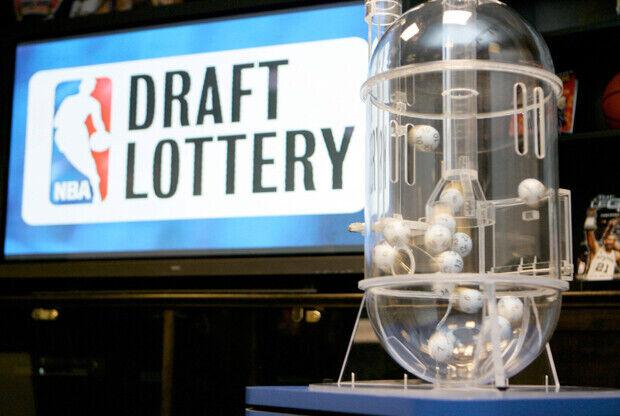La máquina que la NBA usa para extraer las bolas de la 'Lotería del Draft'./ Getty Images
