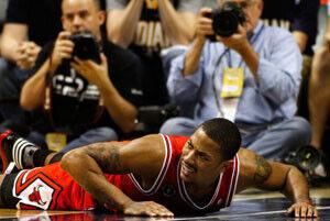 Los Bulls, pendientes de la evolución del tobillo izquierdo de Rose