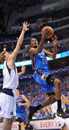 Durant y Nowitzki, frente a frente./Getty Images
