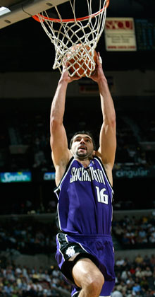 Peja Stojakovic, con la camiseta de los Kings de Sacramento en la temporada 2003-2004./Getty Images