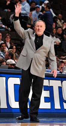 Rick Adelman, uno de los candidatos al banquillo de los Lakers./Getty Images