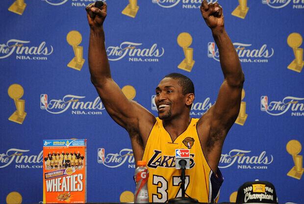 Ron Artest, alero de Los Angeles Lakers, tras vencer en la Finales de 2010 a Boston Celtics./ Getty Images