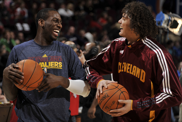 J.J. Hickson y Anderson Varejao (Cleveland Cavaliers)./ Getty Images