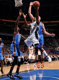 Gilbert Arenas (Orlando Magic) frente a Kevin Durant (Oklahoma City Thunder)./ Getty Images