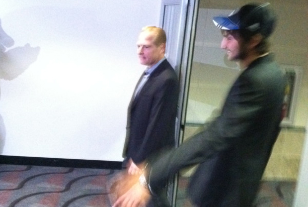 Ricky Rubio llega junto a David Kahn, general manager de Minnesota Timberwolves