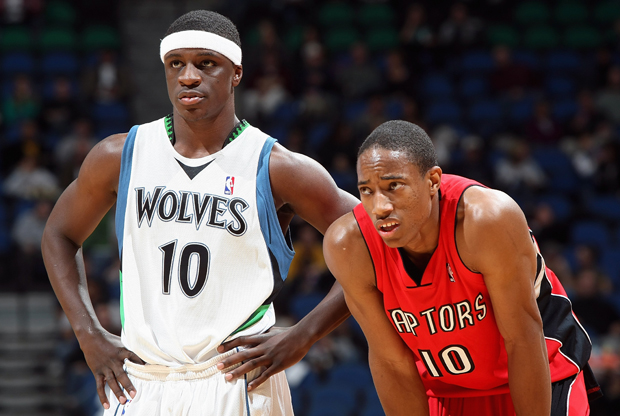 Jonny Flynn (Minnesota Timberwolves) y DeMar DeRozan (Toronto Raptors)./ Getty Images