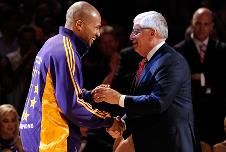 Derek Fisher, base de Los Angeles Lakers y presidente del sindicato de jugdores, y David Stern, Comisionado de la NBA./ Getty Images