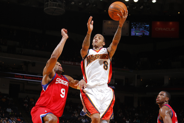 Monta Ellis (Golden State Warriors) frente a Andre Iguodala (Philadelphia 76ers)./ Getty Images