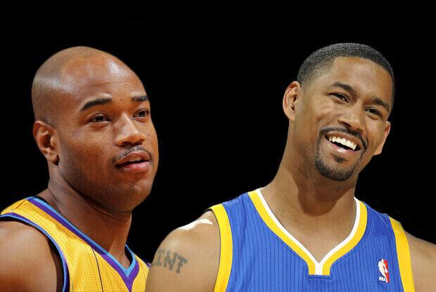 Jarret Jack (New Orleans Hornets) y Charlie Bell (Golden State Warriors)./ Getty Images
