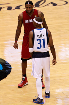 Terry y LeBron, frente a frente./Getty