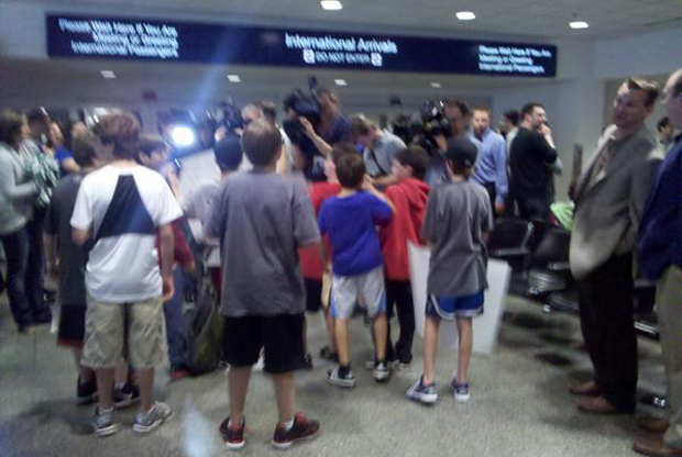 Llegada de Ricky Rubio y expectación en el aeropuerto