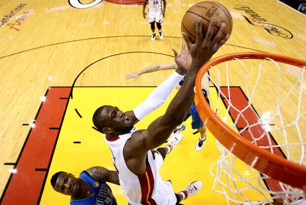Bandeja de Dwyane Wade, el mejor de los Heat en el primer partido de las Finales./Getty Images
