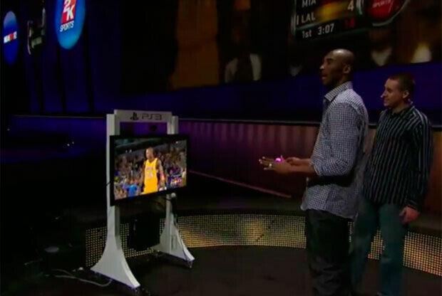 Kobe Bryant tomó los mandos del nuevo juego./Getty