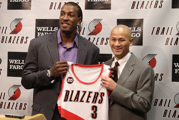 Rich Cho, por entonces general manager de Portland Trail Blazers, junto a Gerald Wallace./ Getty Images