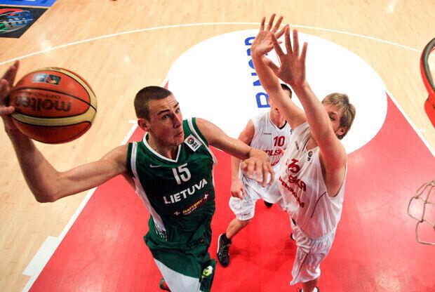Jonas Valanciunas, entrando a canasta durante el último U18 de Lituania/FIBA Europe