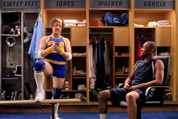 Kemba Walker y Sweet Feet McGee, en una imagen del anuncio de Best Buy