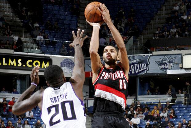 Nicolas Batum (Portland Trail Blazers) frente a Donte Greene (Sacramento Kings)./ Getty Images