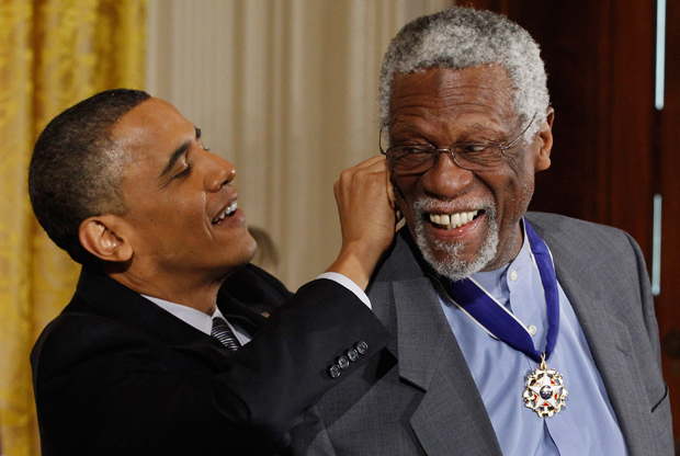 El Presidente Obama junto a Bill Russell./ Getty Images