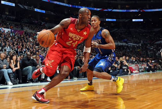 Kobe Bryant frente a Derrick Rose en el All-Star de 2011./ Getty Images