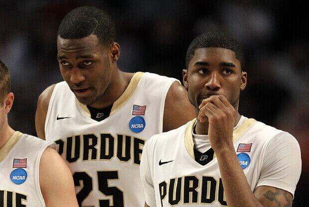 JaJuan Johnson y E'Twaun Moore (Universidad de Purdue)./ Getty Images