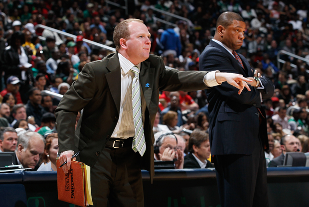 Lawrence Frank, asistente de Boston Celtics, junto a Doc Rivers, entrenador de Boston Celtics./ Getty Images