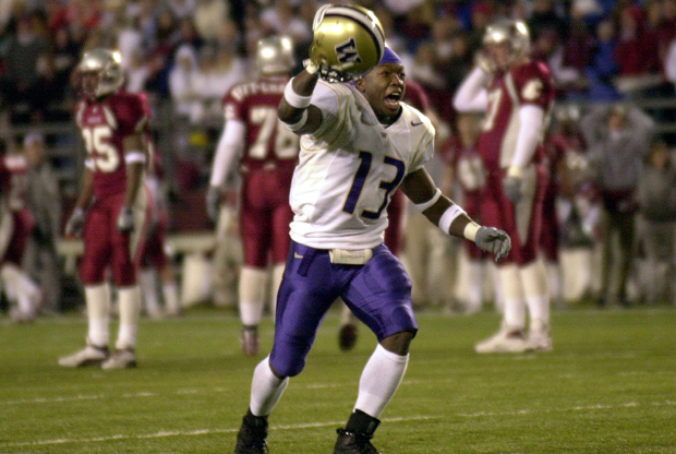 Nate Robinson jugando al fútbol con la Universidad de Washington./ Getty Images