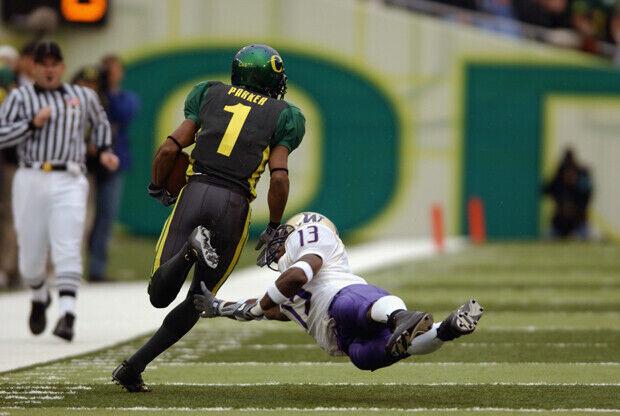 Nate Robinson jugando al fútbol con la Universidad de Washington./ Getty Images