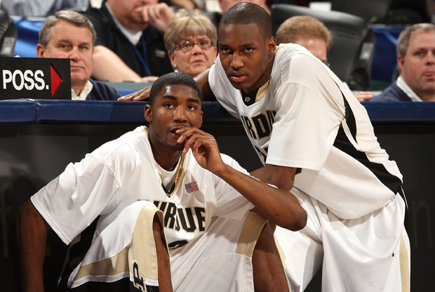 E'Twaun Moore y JaJuan Johnson, de la Universidad de Purdue./ Getty Images