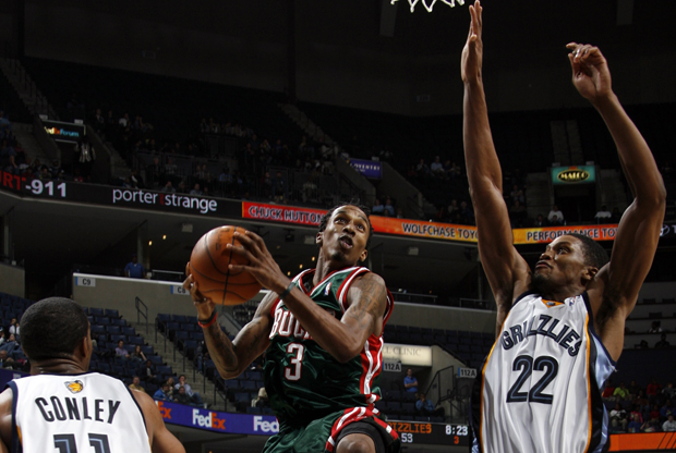 Brandon Jennings (Milwaukee Bucks) y Rudy Gay (Memphis Grizzlies)./ Getty Images