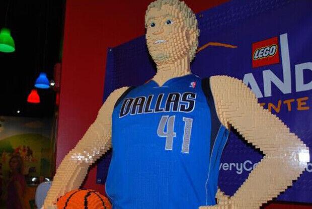 Dirk Nowitzki./ LEGO