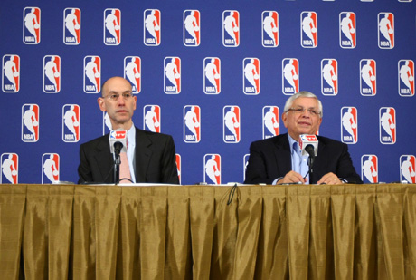 David Stern y Adam Silver en la rueda de prensa en la que se ha anunciado el lockout./Getty
