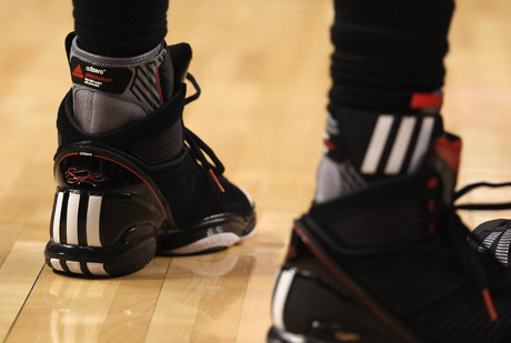 Las adidas de Derrick Rose./Getty