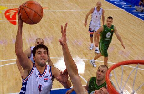 Dejan Bodiroga (Yugoslavia) frente a Lituania./ Getty Images