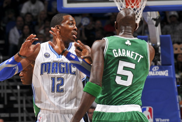 Dwight Howard (Orlando Magic) y Kevin Garnett (Boston Celtics)./ Getty Images