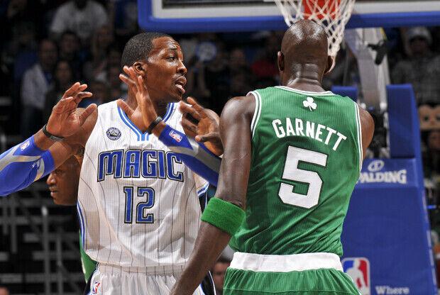 Dwight Howard (Orlando Magic) y Kevin Garnett (Boston Celtics)./ Getty Images