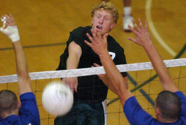 Chase Budinger jugando al voleibol./ SB Nation