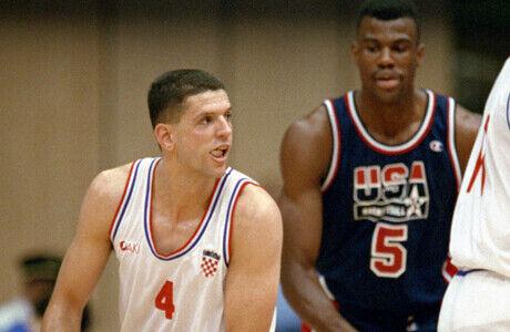 Drazen Petrovic y David Robinson durante las Olimpiadas de 1992./ Getty Images
