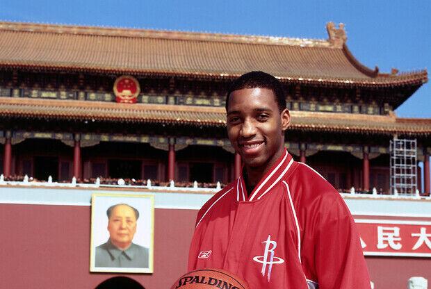 Tracy McGrady en China durante una visita con los Houston Rockets./ Getty Images