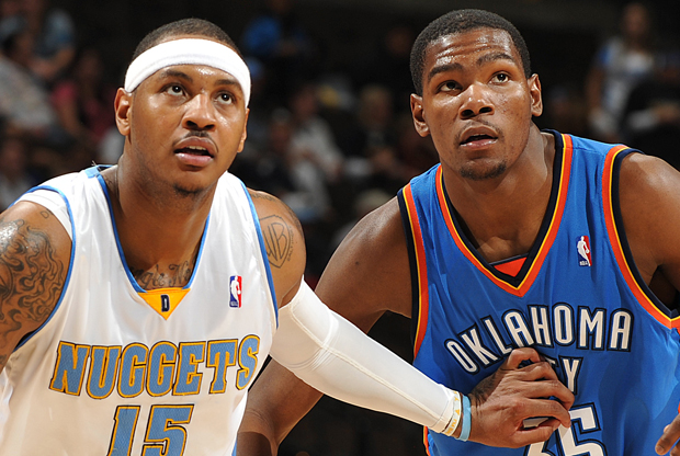 Carmelo Anthony (en su etapa con los Denver Nuggets) frente a Kevin Durant (Oklahoma City Thunder)./ Getty Images