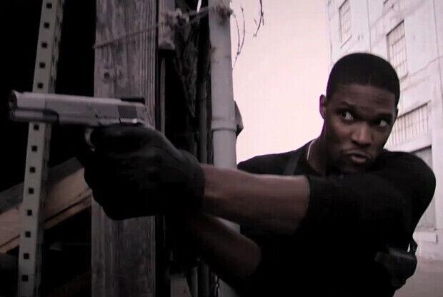 Chris Bosh durante una escena de 'Tall Justice'./ Funny or Die