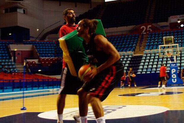 Joakim Noah, en su primer entrenamiento con Francia./CANET FFBB