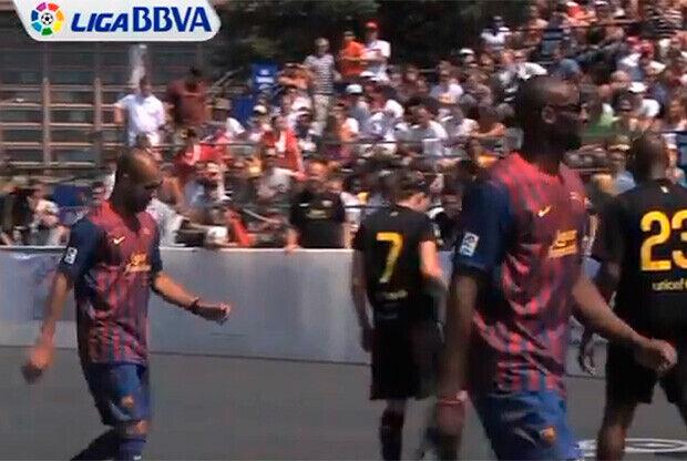 Kobe Bryant se vistió la camiseta del Barca en un amistoso de fútbol