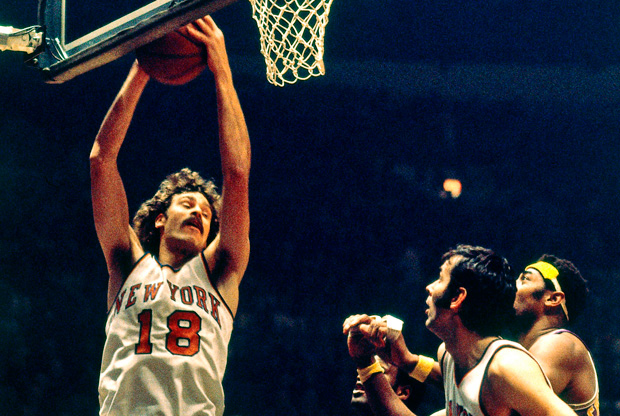 Phil Jackson, con el número 18 de los Knicks./Getty