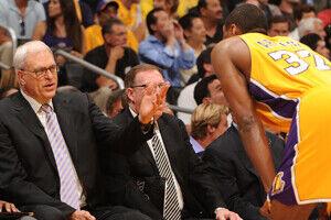 Phil Jackson y Ron Artest./ Getty Images