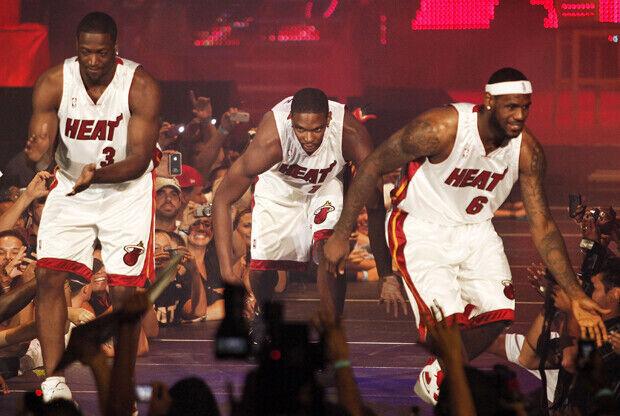 Dwyane Wade #3, Chris Bosh #1 y LeBron James #6 (Miami Heat)./ Getty Images